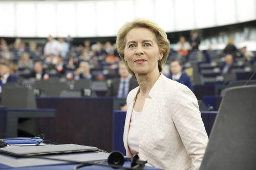 Sie hat es knapp, aber doch geschafft: Eine Mehrheit der EU-Abgeordneten stimmte für die scheidende deutsche Verteidigungsministerin. AP