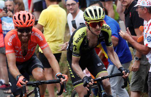 Simon Yates (r.) sicherte sich auf der 185 km langen anstrengenden Pyrenäen-Etappe seinen zweiten Tagessieg.reuters