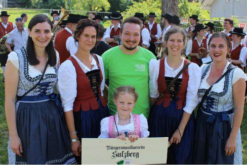 """Sulzberg wirbt für sein Bezirksmusikfest im kommenden Jahr mit """"100 Johr uf 1000 Meter"""", denn die Musik wurde vor 100 Jahren gegründet. STRAUSS"""