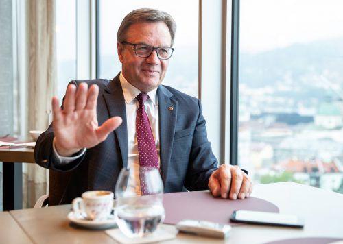 Tirols Landeshauptmann stellte weitere Verschärfungen in Aussicht. APA