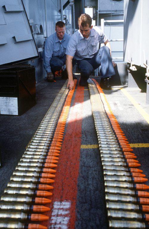 Uranabgereicherte Munition hinterlässt beim Einschlag Staub und Rückstände, die bei Kontakt zu schweren Erkrankungen führen. wikimedia Commons