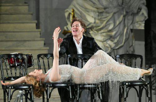 """Valery Tscheplanowa als neue Buhlschaft mit Tobias Moretti im """"Jedermann"""" der Salzburger Festspiele.APA"""