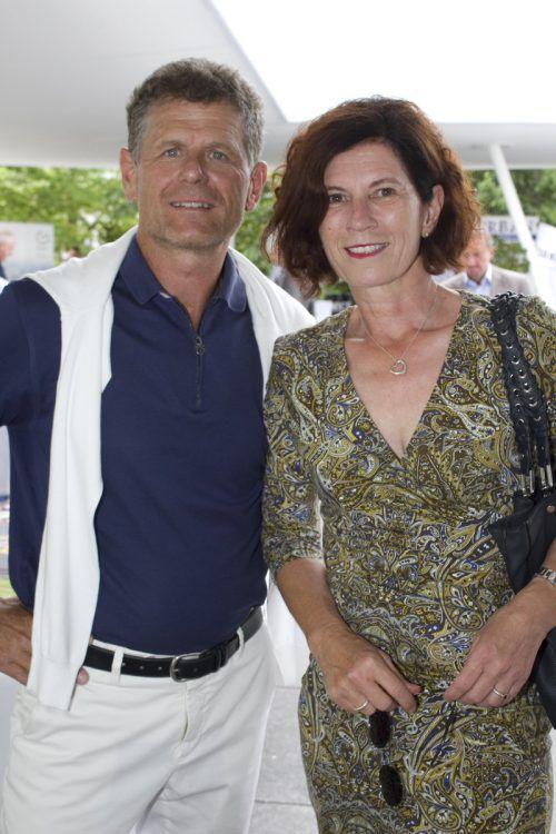 Wissen guten Wein zu schätzen: Elisabeth und VFV-Präsident Horst Lumper.