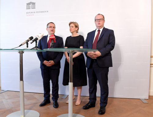 Wöginger, Meinl-Reisinger und Fuchs stellten ihre Pläne gemeinsam vor. APA