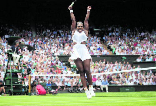 Zuerst jubelte Serena Williams über den Sieg im Viertelfinale gegen Alison Riske, dann schaffte sie auch im Mixed zusammen mit Andy Murray den Einzug ins Achtelfinale.ap