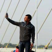 Fünf Mal mehr Menschen sterben bei Selfies als bei Haiangriffen