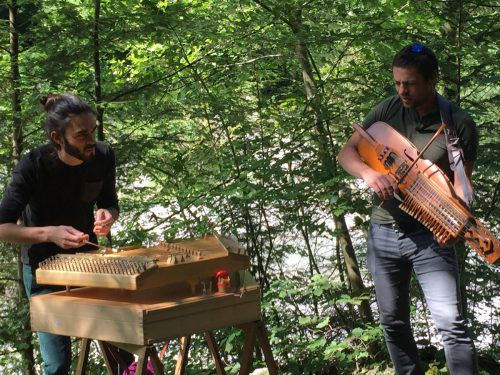 Am Sonntag treten unter anderem die KontraHäcker mit Hackbrett, Bass und Jodelimprovisationen in der Bürser Schlucht auf. Tal-Schafft-kultur