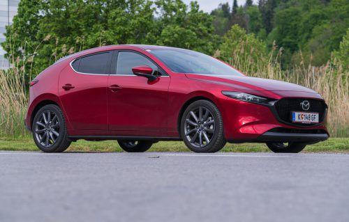 Auf scharf gestellt: Der Mazda 3 zelebriert den sportiv-dynamischen Auftritt in der heftig umworbenen Kompaktklasse. VN/Stiplovsek