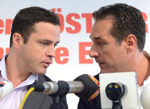 Bei Ex-FPÖ-Chef Strache (r.) und Ex-Fraktionschef Gudenus soll es zu Hausdurchsuchungen gekommen sein. APA