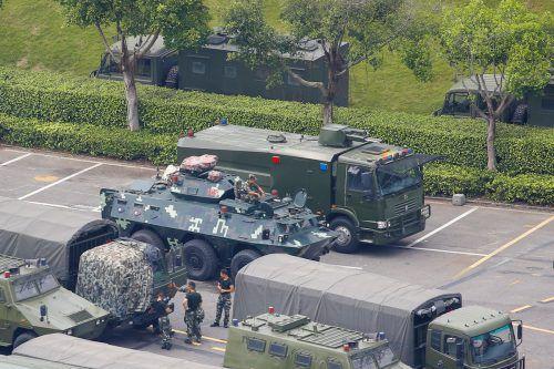 Chinas paramilitärische Polizei führt in der an Hongkong grenzenden Stadt Shenzhen Übungen durch. reuters