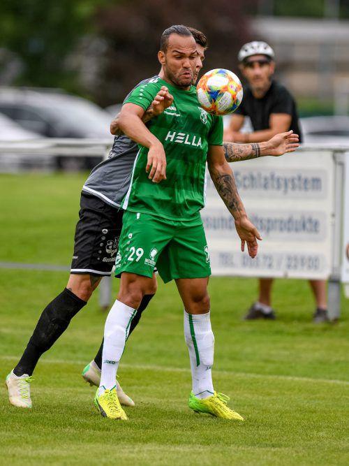 DSV-Goalgetter Cordeiro Soares Junior Delcio will in Langenegg nicht nur drei Punkte holen, sondern auch zu Langenegg-Torjäger Kevin Bentele aufschließen.Lerch