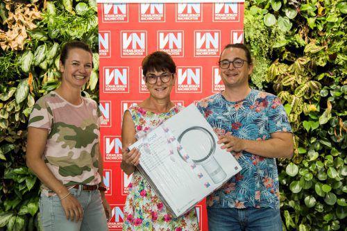 Da ist das Ding: Christine Zambanini aus Schwarzach ist jetzt stolze Besitzerin eines Dyson-Ventilators. VN/Paulitsch