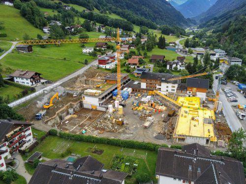 Das Alpenhotel Montafon in Schruns präsentiert sich derzeit als imposante Baustelle. VN/Lerch