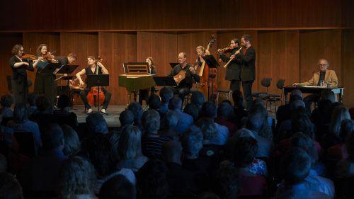 """Das Cölner Barockorchester und der Schriftsteller Michael Köhlmeier sorgten beim letzten """"Musik & Poesie""""-Abend der Bregenzer Festspiele für ein vollbesetztes Seestudio. BF/Köhler"""