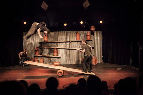 Das Ensemble des Cirque Inextremiste setzt auf Inklusion. Caravan Projekte