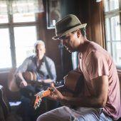 Musik im Dorf, in der Hütte, in der Kirche, im Café und überall