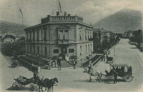 Das Hotel Weiss am Bahnhof vor 1900.
