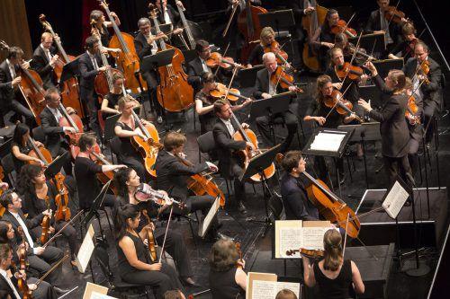 Das Symphonieorchester Vorarlberg unter der französischen Dirigentin Ariane Matiakh am Sonntag im Festspielhaus.BF/Dietmar Mathis