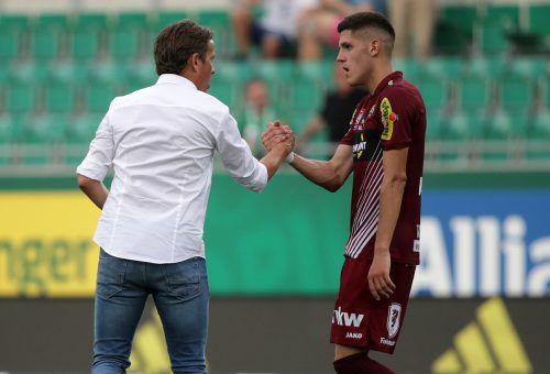 Das Vertrauen von Coach Alex Pastoor (l.) macht sich bezahlt, denn Emir Karic zahlt es mit immer besseren Leistungen zurück.gepa