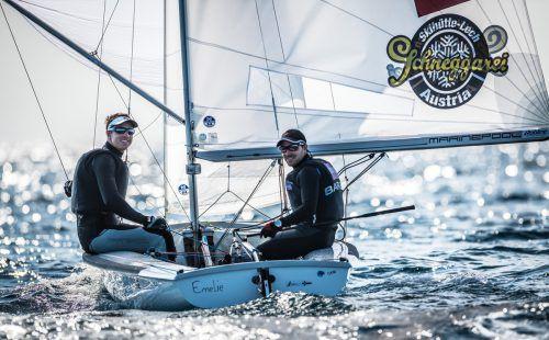 """David Bargehr (r.) und Lukas Mähr freuen sich auf die WM: """"Das Wasser hat eine super Qualität, zum Segeln fantastisch."""" störkle"""