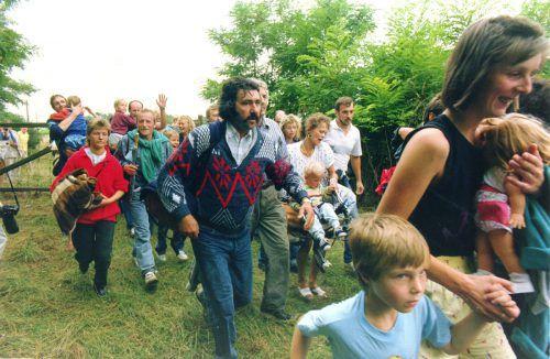 DDR-Bürger flüchten am 19. August 1989 von Ungarn nach Österreich.AP