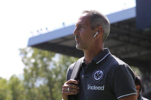 Den Blick nach vorne gerichtet: Auf Trainer Adi Hütter und seine Eintracht wartet eine spannende Fußballsaison.Hübner