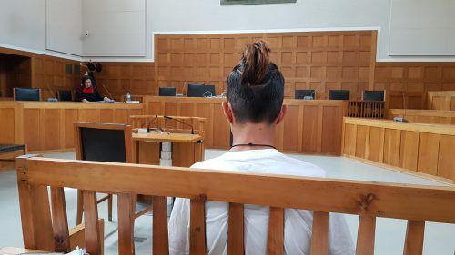 Der 17-Jährige musste am Montag im Landesgericht Feldkirch auf der Anklagebank Platz nehmen. Eckert