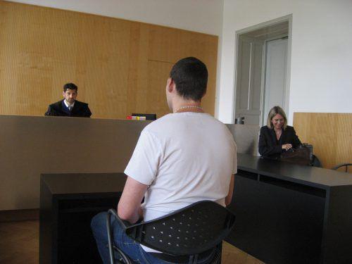 Der 34-Jährige wurde am Dienstag am Landesgericht in Feldkirch zu 15 Monaten unbedingter Haft verurteilt. EC
