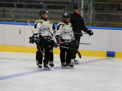 Der Bulldogs-Nachwuchs trainiert schon auf dem Eis.mima
