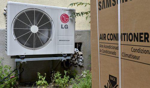 Der Kompressor saugt den Kältemitteldampf an und pumpt ihn unter hohem Druck nach draußen,APA