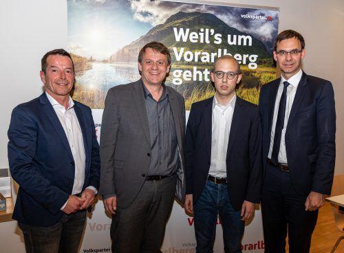 Der Schrecken nach der verlorenen Wahl gegen Thoma (links) war Wichtl (Mitte) anzusehen. VP/Mauche