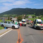 Drei Verletzte bei frontaler Kollision in Krumbach