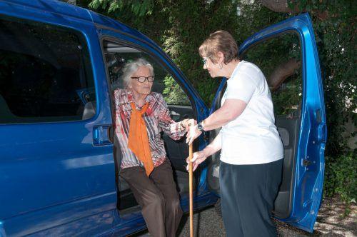 Der Verein Zeitpolster begleitet Senioren auf die Herbstmesse. Verein