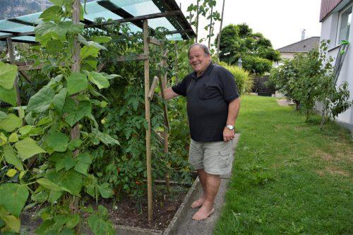 DI Bruno Fussenegger in seinem Gemüsegarten. In der Gartenarbeit findet er den Ausgleich in seinem unruhigen Ruhestand.eh