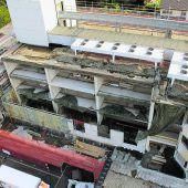 Bauarbeiter liften Bludenzer Krankenhaus