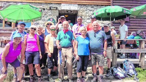 Die Höchster Senioren vor der Stuttgarter Hütte. sb höchst