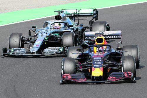 Die Strategie von Mercedes beim Grand Prix von Ungarn wurde belohnt. Mit einem frischen Reifensatz schob sich Lewis Hamilton in der 67. von 70 Runden an Max Verstappen vorbei.ap