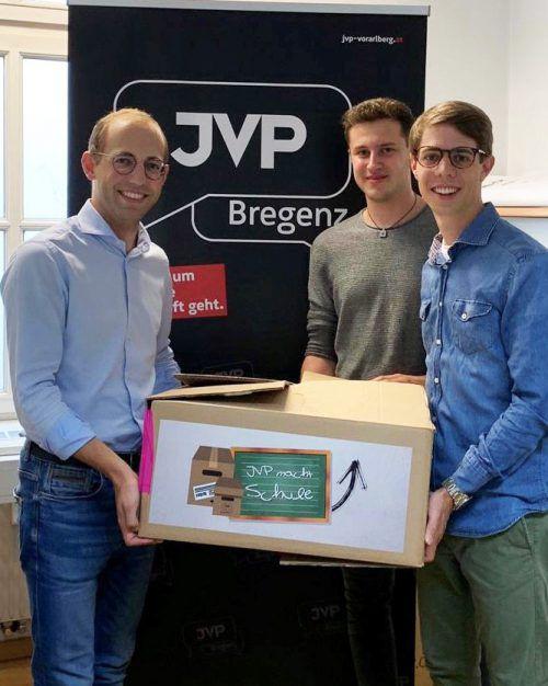 Die Vorarlberger JVP-Spitze sammelt wieder Schulsachen für Osteuropa.JVP