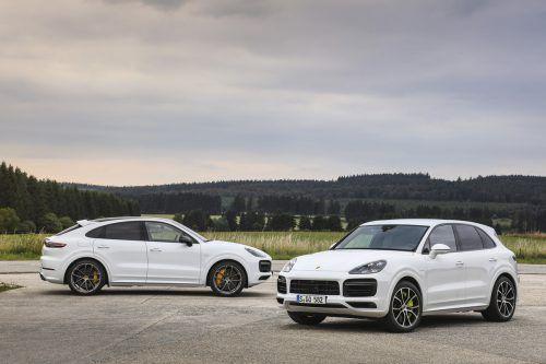Dynamisches Duo: Als Turbo S E-Hybrid werden Porsche Cayenne und Cayenne Coupé mit 680 PS und 900 Newtonmetern aus der Kombination von V8 und E-Motor befeuert. Werk