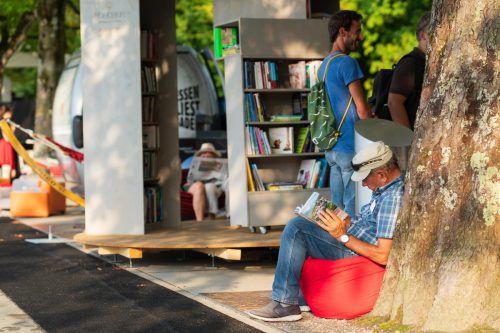 Ein gemütliches Lesewohnzimmer entsteht am Bregenzer Seeufer. vn/stiplovsek