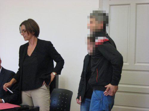 Einer der Angeklagten und seine Verteidigerin Sabine Gantner-Doshi. Eckert