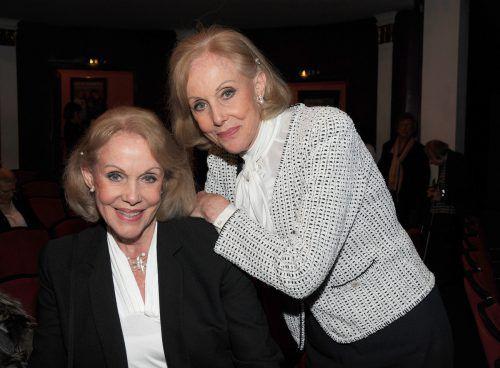 Ellen und Alice (r.) Kessler wollen ihre Asche mit der ihrer Mutter vermischen. dpa