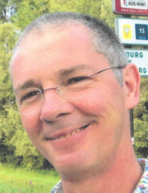 Eric J. wird wegen schwerem sexuellem Missbrauch von Kindern gesucht. LKA