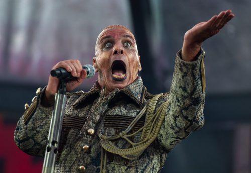 Der Rammstein-Sänger ist auf dem Weg der Besserung. AFP