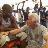 Gere besucht Migranten