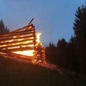 Rätselhafter Brand eines Heuschuppens
