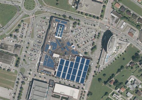 Firmen fordern Photovoltaikausbau, wie z.B. auf dem Dornbirner Messepark. Fa