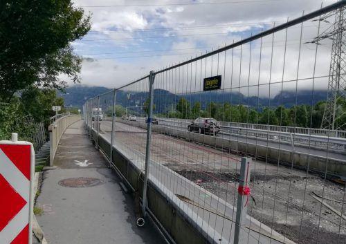 Für Fußgänger wurde auf der Brücke ein gesicherter Bereich geschaffen. Mäser