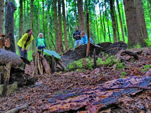 """""""Gegenbewegung"""" zu hektischen Sommertagen: Gediegenes Picknick mit natürlicher Klimaanlage im Wald.Waldschule"""