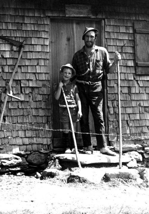 Großer und kleiner Älpler auf der Alpe Derren, 1969.